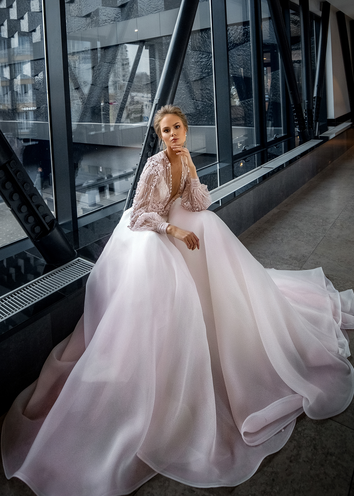 Модель BOSFOR от Versal wedding dress