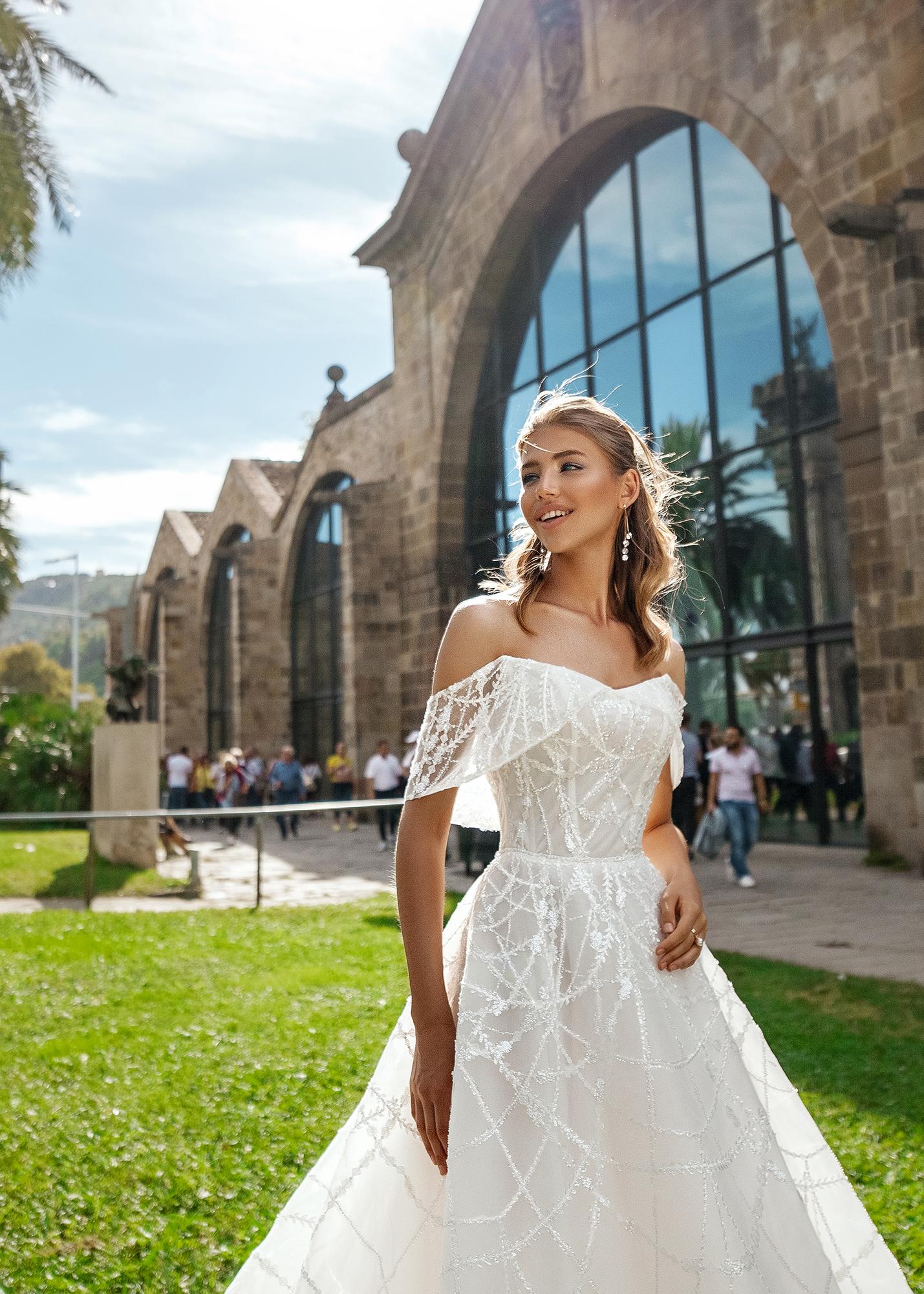 Модель EZRA от Versal wedding dress