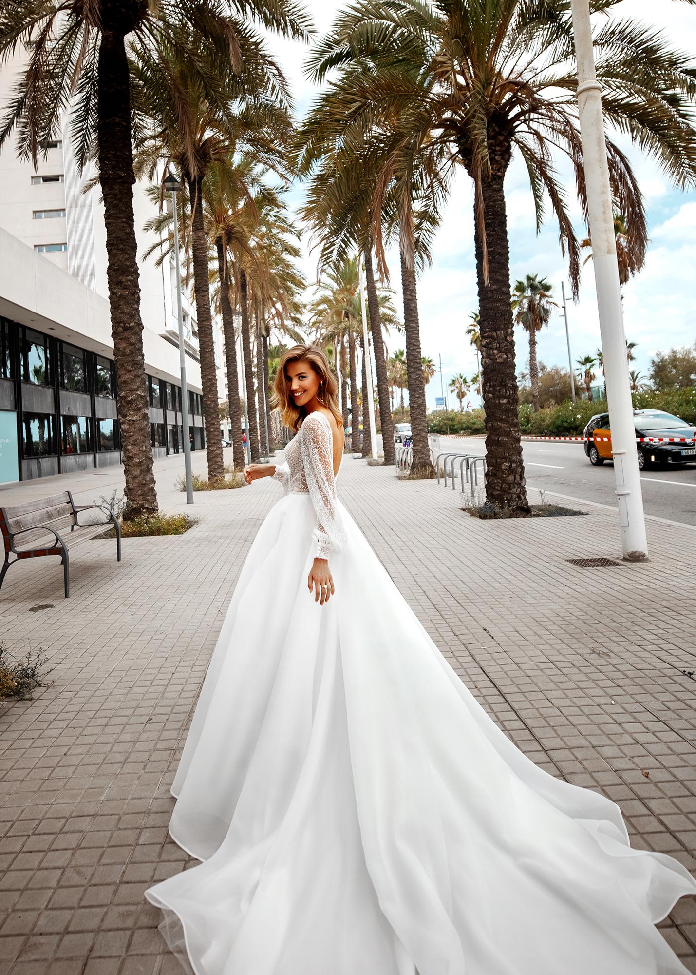 Модель LESSANDRA от Versal wedding dress